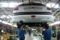 خودروسازها مصوبه کاهش قیمت را اجرا نکردند